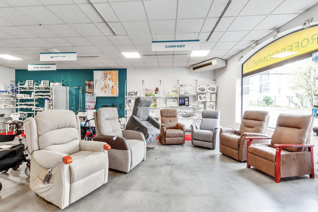 Bastide le Confort Médical Saint-Lô intérieur magasin fauteuils releveurs